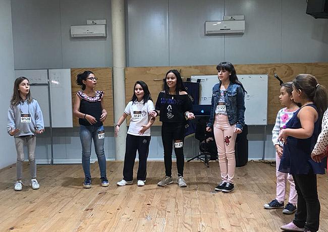Los alumnos tienen que cantar, bailar y actuar