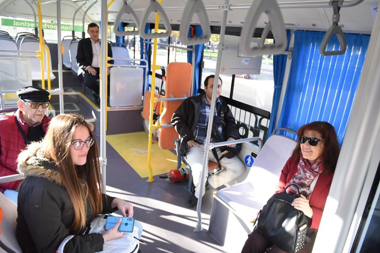 Hoy iniciaron los viajes en los buses eléctricos para los vecinos.