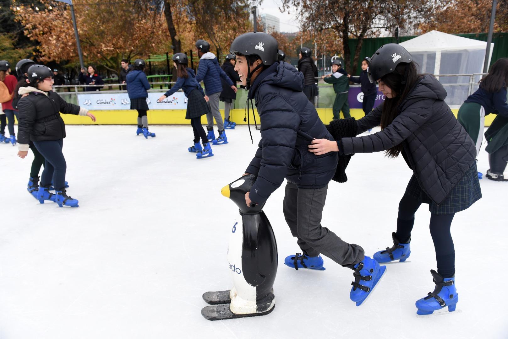 Pista de patinaje en hielo en Parque Araucano