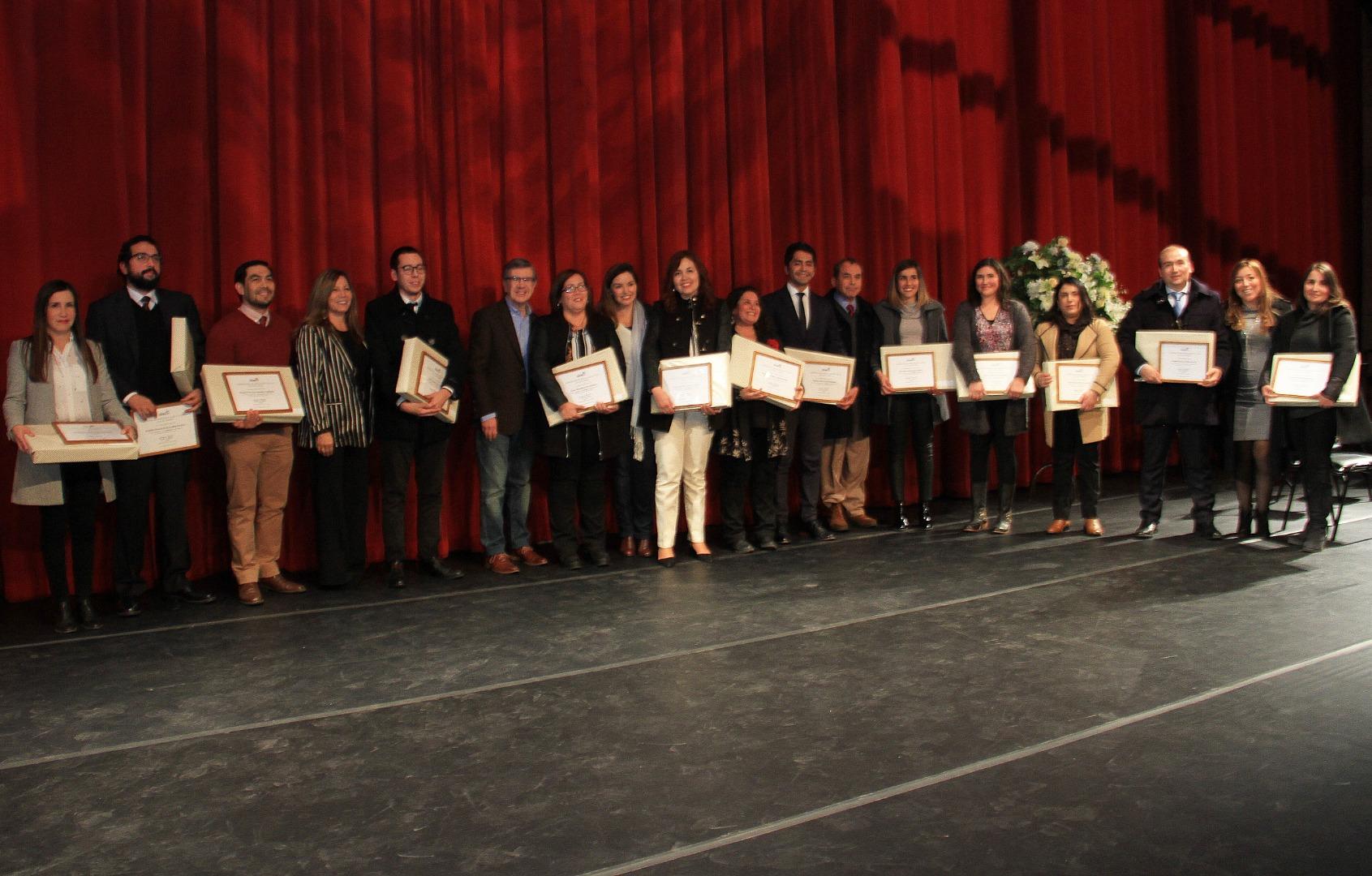Alcalde Lavín premia a docentes Destacados