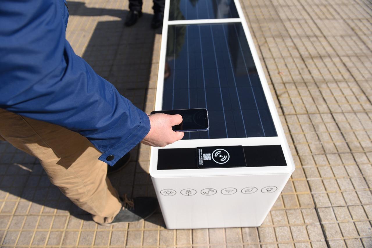 Nueva banca solar en barrio El Golf.